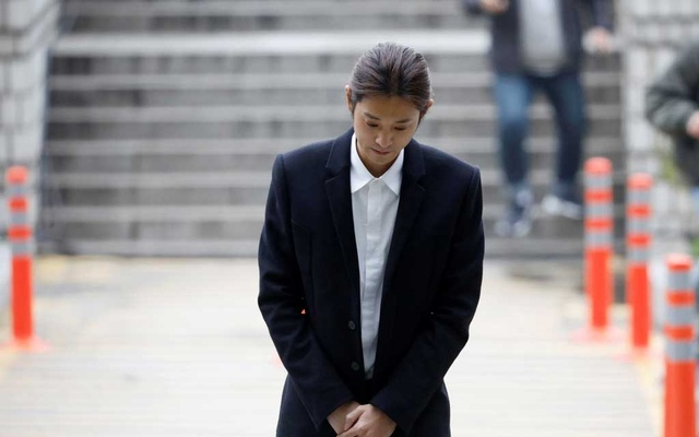 South Korean singer Jung Joon-young arrives at a court to attend a hearing for reviewing the prosecution's detention warrant at the Seoul Central District Court in Seoul, South Korea, Mar 21, 2019. REUTERS