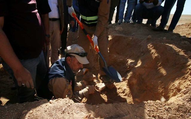 Iraqi members of the Civil Defense examine an unearthed mass grave of Kurds in west of the city of Samawa, Iraq Apr 14, 2019. REUTERS