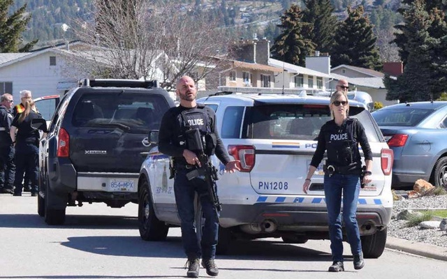 Royal Canadian Mounted Police (RCMP) officers attend a shooting scene on Cornwall Drive, during a series of attacks in which four people were shot dead, in Penticton, British Columbia, Canada April 15, 2019. Joe Fries/Penticton Herald via REUTERS