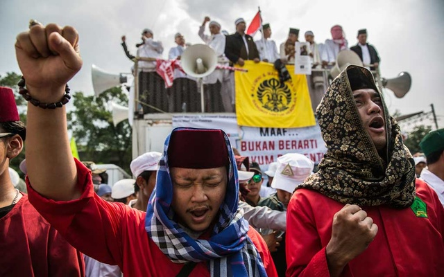 Islamic hard-liners calling for the jailing of the author of a poem they considered insulting to Islam, during a demonstration in Jakarta, Indonesia, Apr 6, 2018. The New York Times