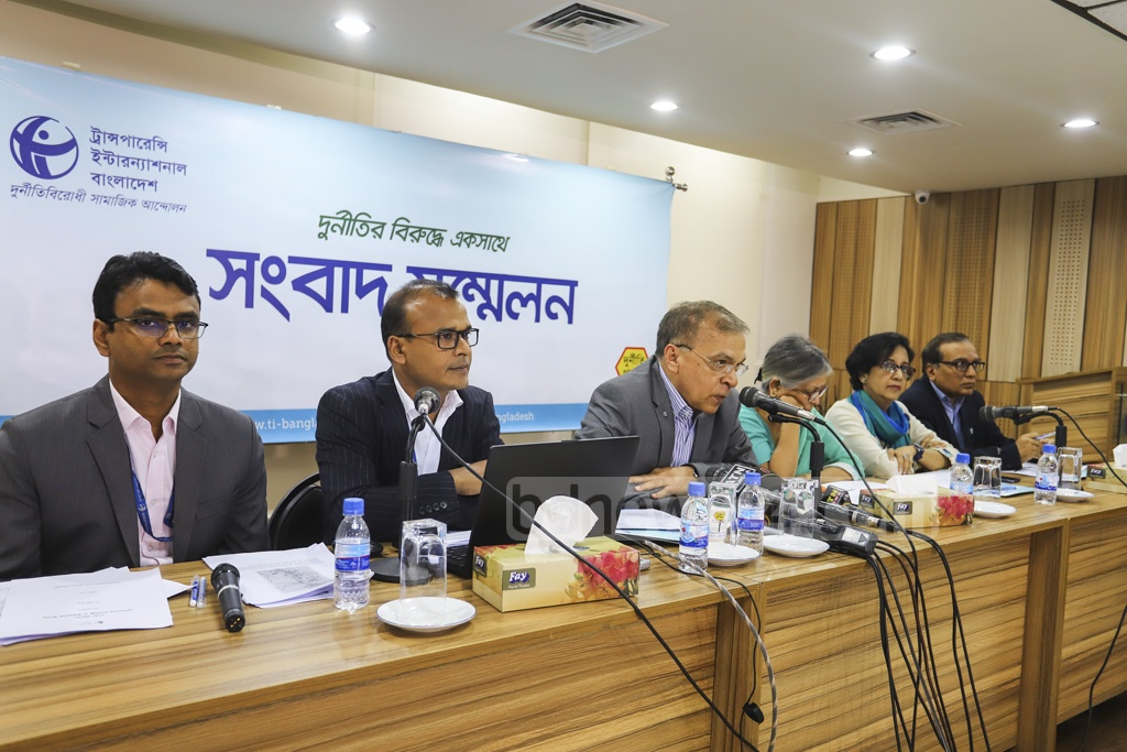 TIB Executive Director Iftekharuzzaman speaks during the launch of a study titled 'Dhaka Wasa: Challenges for Good Governance and Way Forward' at Midas Centre in Dhaka on Wednesday. Photo: Asif Mahmud Ove