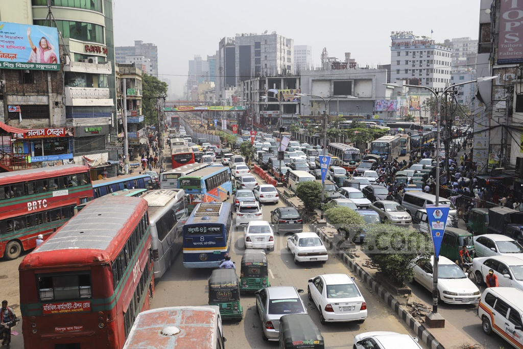 The construction of the Metrorail currently underway from Dhaka's Agargaon to Motijheel is hampering traffic on major roads in the capital. The traffic has ground to a halt at the Farmgate intersection on Wednesday. Photo: Asif Mahmud Ove