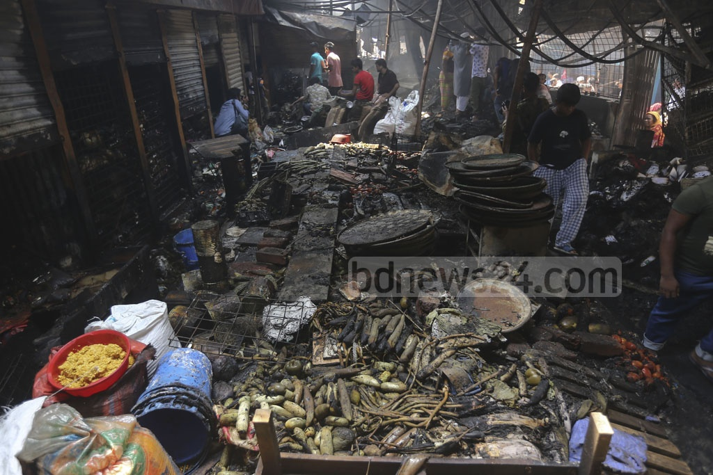 Vegetables at different shops in the Malibagh Kitchen Market were burnt in a fire on Thursday. Photo: Mahmud Zaman Ovi