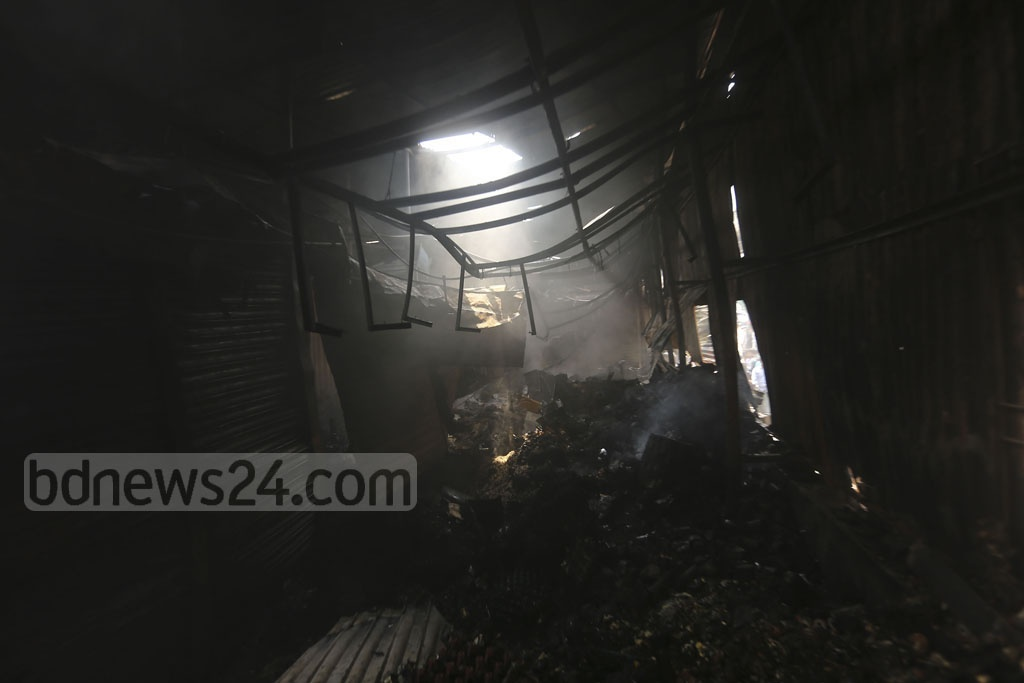A fire gutted a number of shops at the Malibagh Kitchen Market in Dhaka early on Thursday morning. Photo: Mahmud Zaman Ovi