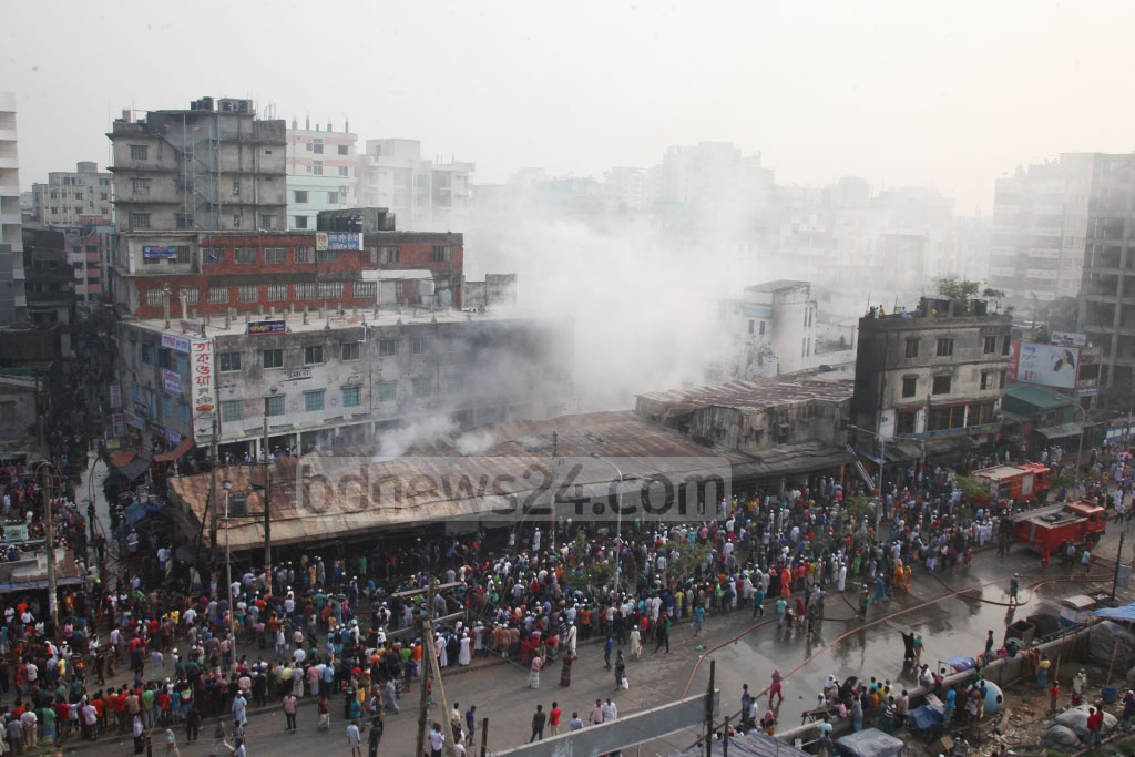 A fire gutted a number of shops at the Malibagh Kitchen Market in Dhaka early on Thursday morning.