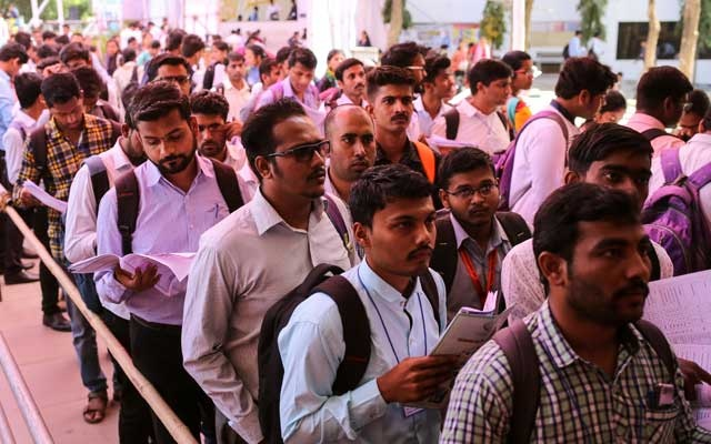 Job seekers line up for interviews at a job fair in Chinchwad, India, Feb 7, 2019. REUTERS