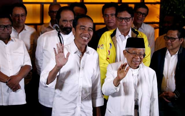 Indonesia's President Joko Widodo and his running mate Ma'ruf Amin react after a quick count result during the Indonesian elections in Jakarta, Indonesia Apr 17, 2019. REUTERS