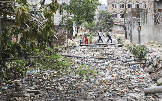 Kalyanpur 'Ka' canal is filled to the brim with garbage as there are no efforts to clean up the water body in Dhaka. Photo: Asif Mahmud Ove