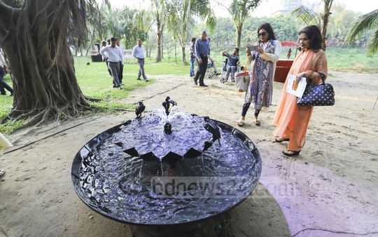 A solo exhibition of sculptor Arham-ul-Huq Chowdhury's 13 works, 'Duets in Metal & Water II', started at the Gulshan Society Lake Park in Dhaka on Saturday. The exhibition will continue from 10am to 7:30pm everyday until May 4. Photo: Asif Mahmud Ove