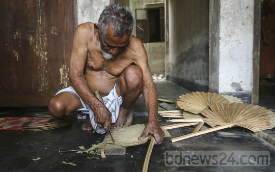 Yasin has been making hand fans for 60 years but decided to stop next year as the demand has dropped. Photo: Mahmud Zaman Ovi