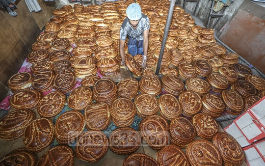 These breads of different designs for Shab-e-Barat in Old Dhaka shops are up for sale for Tk 150 to Tk 500. Photo: Abdullah Al Momin