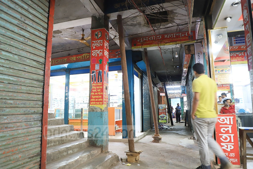 Iron pipes are used as poles to stop concrete coating from falling from the ceiling of the Capital Supermarket in Dhaka's Farmgate. Photo: Abdullah Al Momin