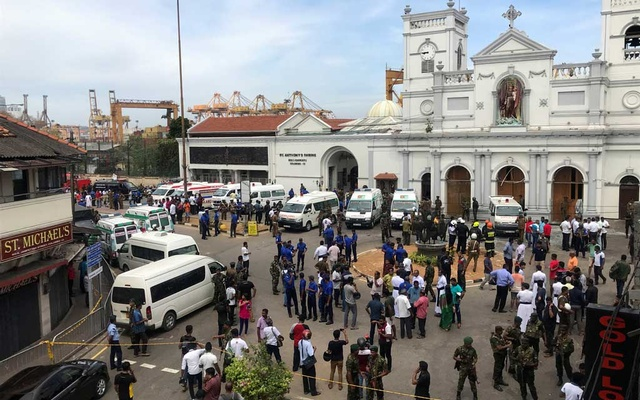 Sri Lankan military officials stand guard in front of the St. Anthony's Shrine, Kochchikade church after an explosion in Colombo, Sri Lanka April 21, 2019. REUTERS