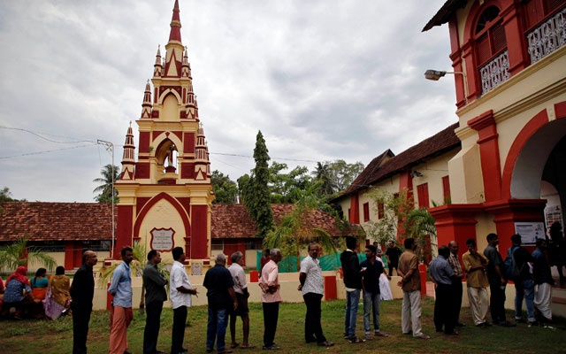 People line up to cast their votes outside a polling station during the third phase of the general election in Kochi, India, Apr 23, 2019. REUTERS
