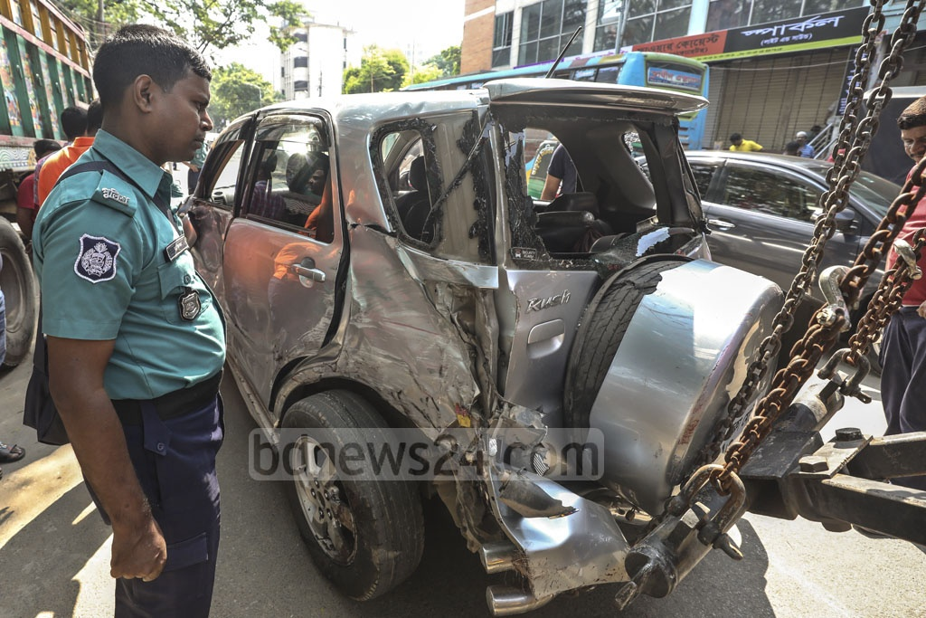 Police personnel removing damaged vehicles after a road traffic accident at Matsya Bhaban intersection in Dhaka on Tuesday morning.