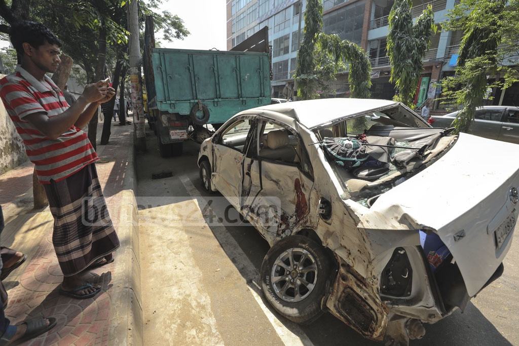 Two buses hit each other before ramming a car and a microbus at Matsya Bhaban intersection in Dhaka on Tuesday, leaving two people dead.