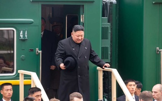 North Korean leader Kim Jong Un disembarks from a train during a welcoming ceremony at a railway station in the far eastern settlement of Khasan, Russia Apr 24, 2019. Press Service of Administration of Primorsky Krai/Alexander Safronov/Handout via REUTERS