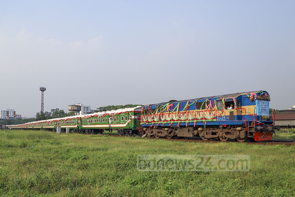 Banalata Express, the first high-speed nonstop train on Dhaka-Rajshahi route launched on Thursday, will carry passengers on 12 compartments. Photo: Abdullah Al Momin