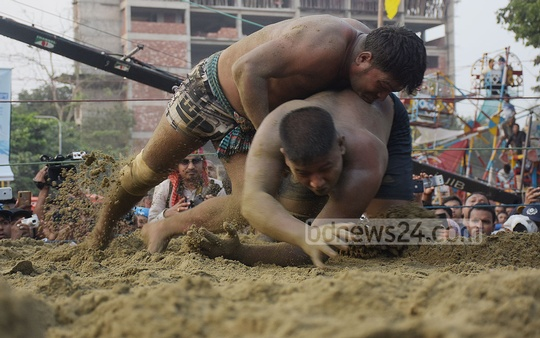 Shahjalal from Cumilla bringing down his opponent during Jabbarer Bali Khela, a traditional wrestling tournament, on the Laldighi Maidan in Chattogram on Thursday. Photo: Sumon Babu