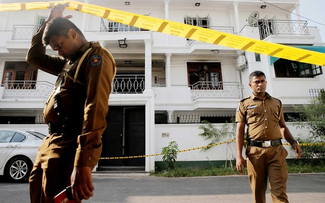 Police keep watch outside the family home of a bomber suspect where an explosion occurred during a Special Task Force raid, following a string of suicide attacks on churches and luxury hotels, in Colombo, Sri Lanka April 25, 2019. REUTERS