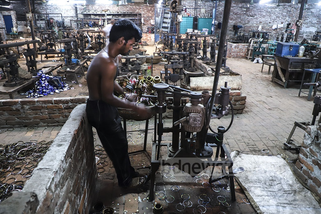 A hurricane lantern factory in Dhaka's Kamrangirchar, which had passed busy days a few years ago, is dying out along with the use of the kerosene lamps. Photo: Abdullah Al Momin