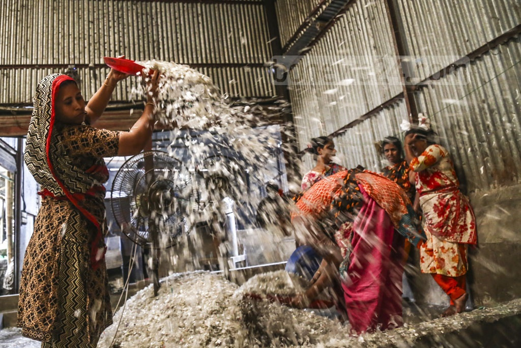 Female workers taking part in all sorts of work at Moonlight plastic recycling factory in Dhaka's Bhatara. Photo: Mahmud Zaman Ovi