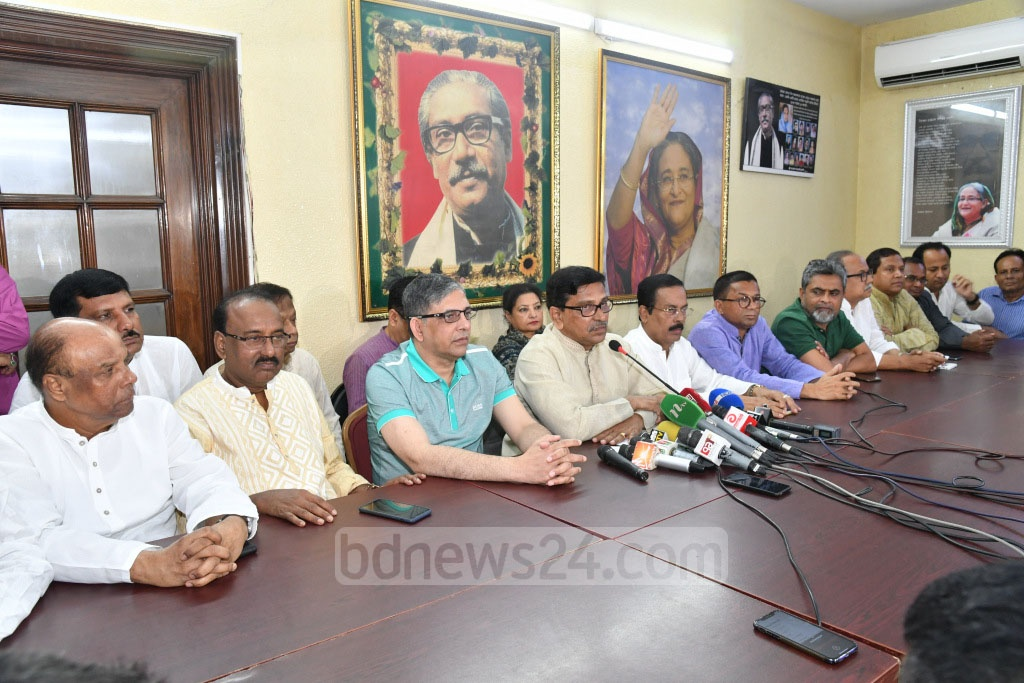 Awami League Acting General Secretary Mahbub-Ul Alam Hanif briefing the media after a meeting on tackling the cyclone Fani at the party chief's Dhanmondi offices in Dhaka on Friday.