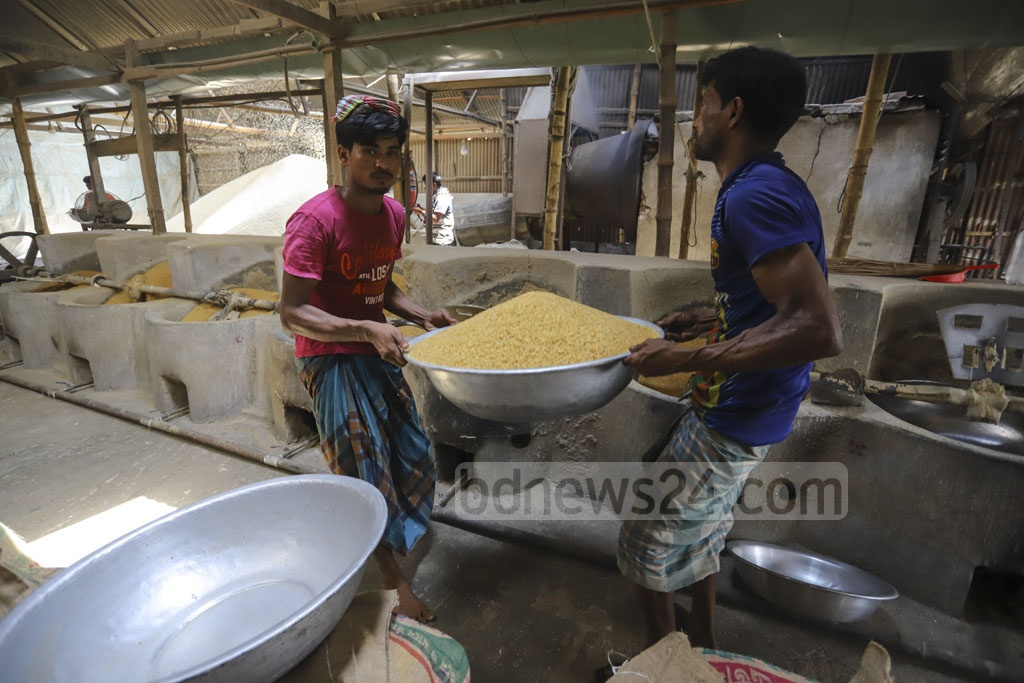 People working at a factory of puffed rice or Muri, one of the indispensible items for Iftar in Bangladesh, at Pagla in Narayanganj on Wednesday during the Ramadan. Photo: Asif Mahmud Ove