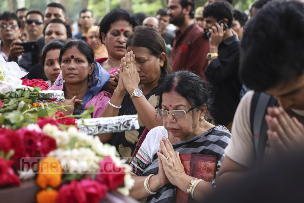 Fans, well-wishers, relatives, fellow musicians and artistes paid their last respects to celebrated singer Subir Nandi in Dhaka on Wednesday. Photo: Abdullah Al Momin