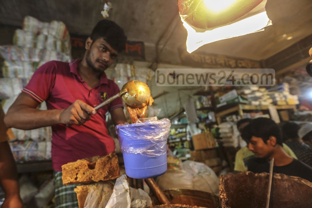 A drink made with mollasses is the most soothing beverage during Iftar for many who are fasting in the sweltering heat. This has led to an increase in demand for molasses during Ramadan. Photo: Mahmud Zaman Ovi