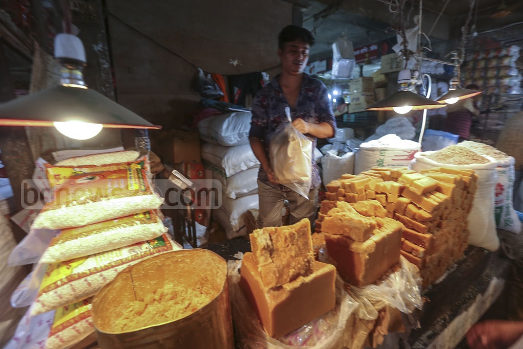 Different types of sugarcane molasses are sold in Karwan Bazar. Photo: Mahmud Zaman Ovi
