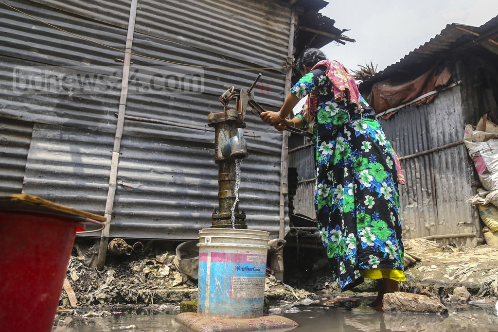 Even heavy pushing fails to pull water sometimes through the tube wells at the slum along the tracks near Moghbazar level crossing.