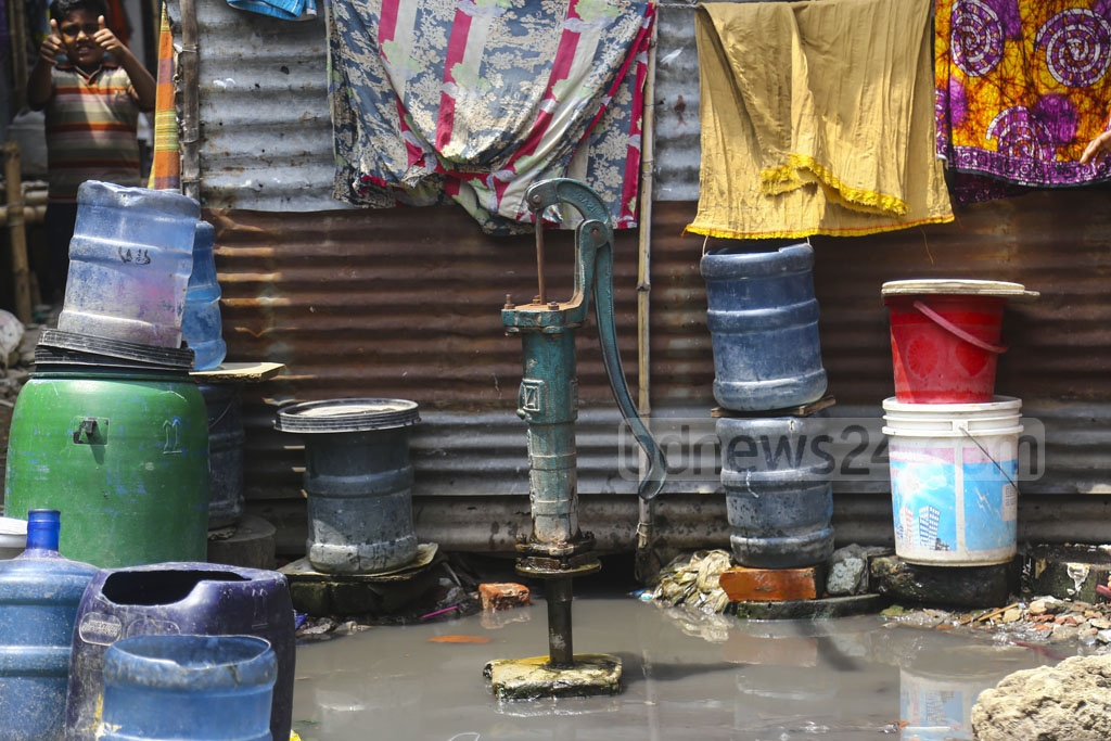 Dwellers of the slum along the tracks near Moghbazar level crossing depend on a few tube wells for water but some these are also out of service.