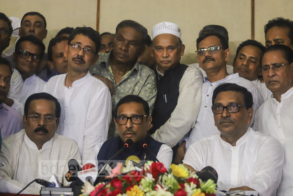 Awami League leader Obaidul Quader speaking to the media at the airport in Dhaka on return from Singapore after treatment. Photo: Asif Mahmud Ove