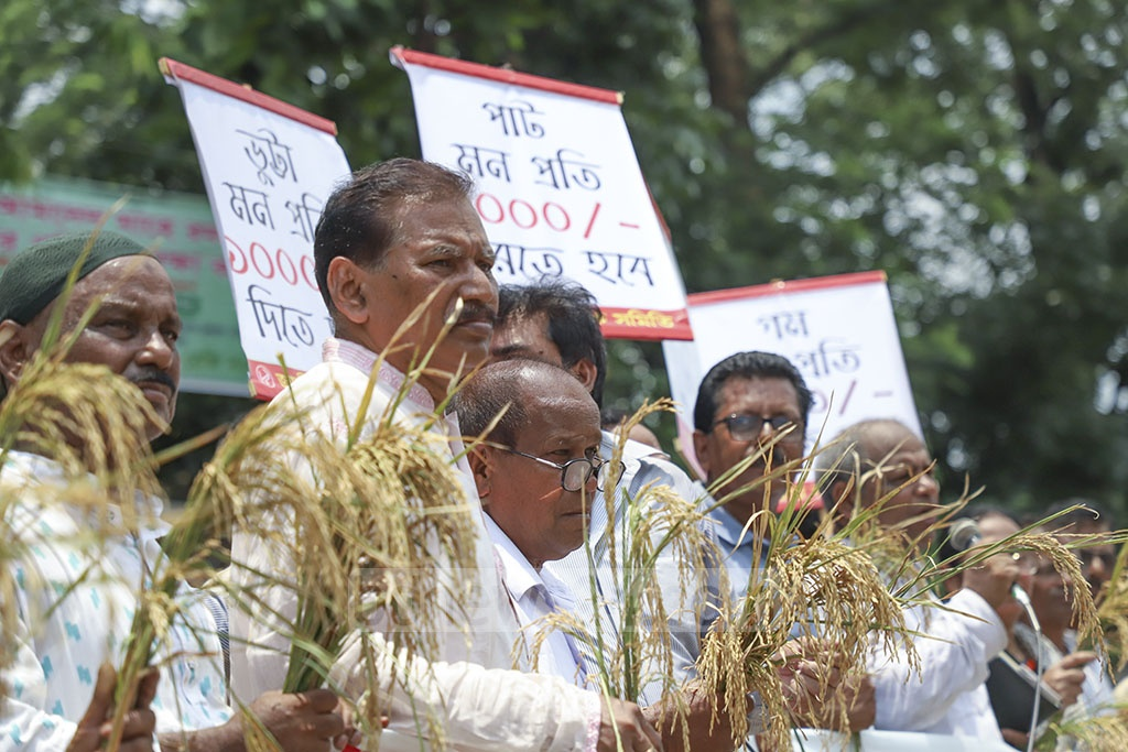 Members of Jatiya Krishak Samiti demonstrated in front of the National Press Club in Dhaka on Thursday where they demanded government subsidy for paddy purchase and safeguarding farmers' interests. Photo: Abdullah Al Momin