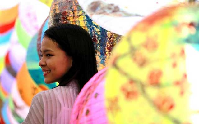 A girl poses among lantern decorations at the Chinatown in Manila, the Philippines, Feb 2, 2019. China will hold the Conference on Dialogue of Asian Civilizations starting from May 15. Under the theme of
