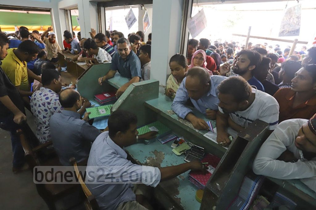 Sale of advance bus tickets for Eid holidaymakers started in Dhaka on Friday. Photo: Asif Mahmud Ove
