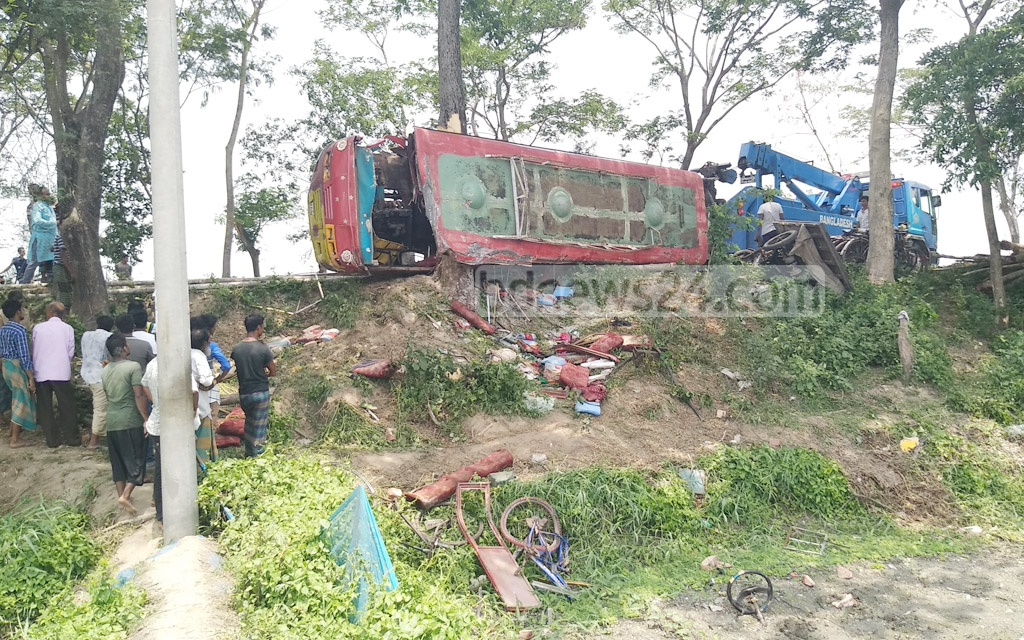 At least six people died after a bus crashed into a roadside tree and overturned in Bagerhat's Fakirhat Upazila on Saturday morning.