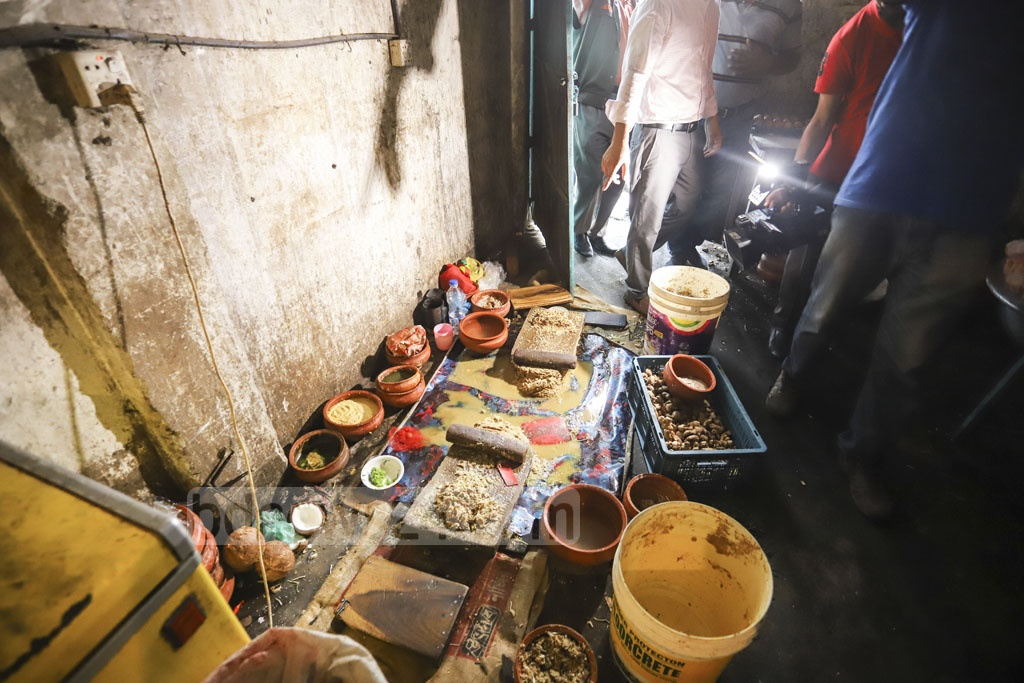 A DMP mobile court caught Prince Hotel and Restaurant preparing food in an unhygienic environment during a drive against unhealthy food at Mirpur on Sunday. Photo: Asif Mahmud Ove