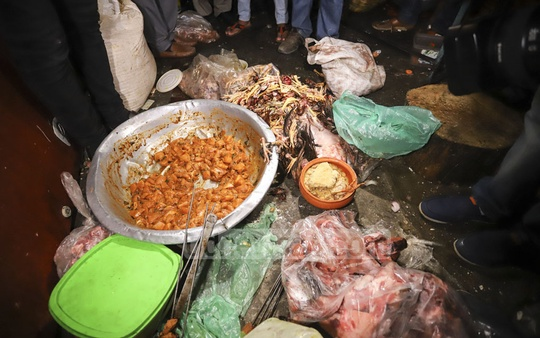 A DMP mobile court found both raw and cooked meat stored in a refrigerator of Prince Hotel and Restaurant at Mirpur during a drive against unhygienic food on Sunday. Photo: Asif Mahmud Ove