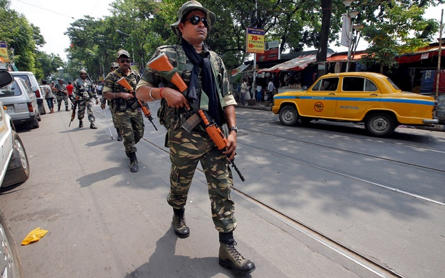 Filer Photo: Central Reserve Police Force (CRPF) personnel conduct route march in a street ahead of the seventh and last phase of general election, in Kolkata, India, May 15, 2019. REUTERS