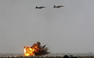 File Photo: Iranian air force fighter planes drop bombs on targets during maneuvers in southern Iran, June 24, 2009. REUTERS/Fars News