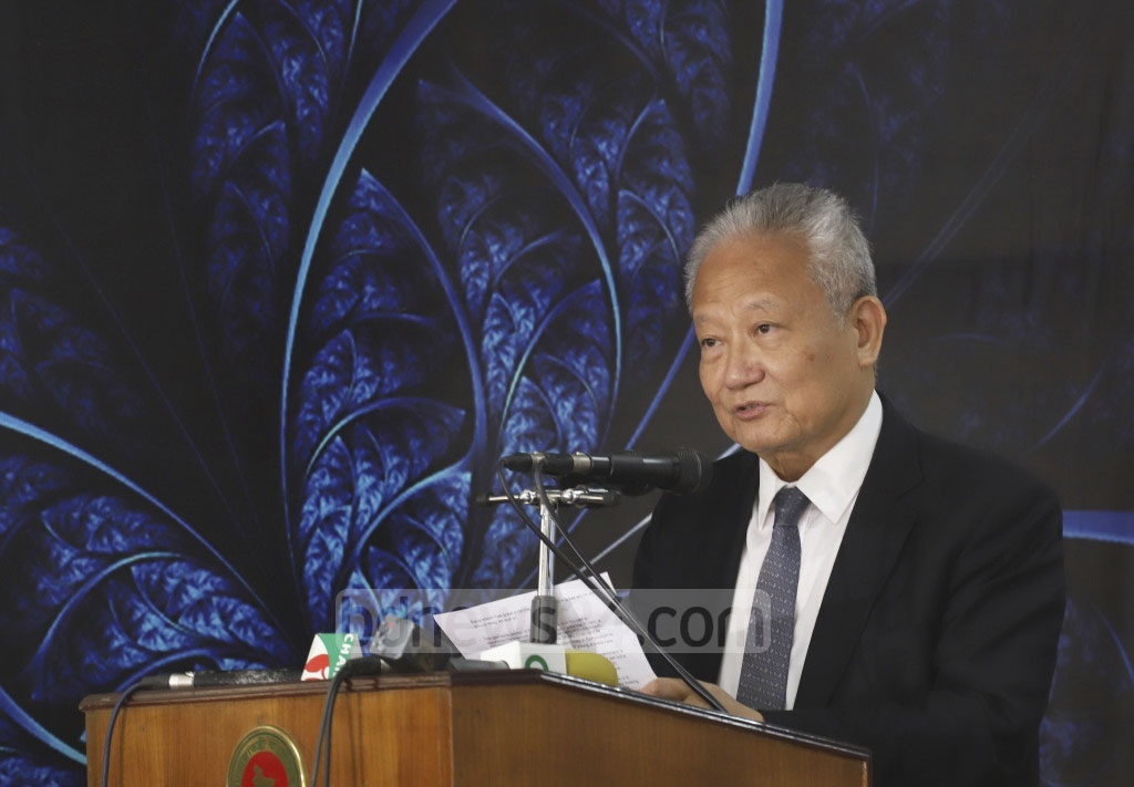 Dennis Ng Wang-pun, president of the Chinese Manufacturers' Association of Hong Kong, sharing his views in an event at the Ministry of Foreign Affairs in Dhaka on Thursday. Photo: Abdullah Al Momin