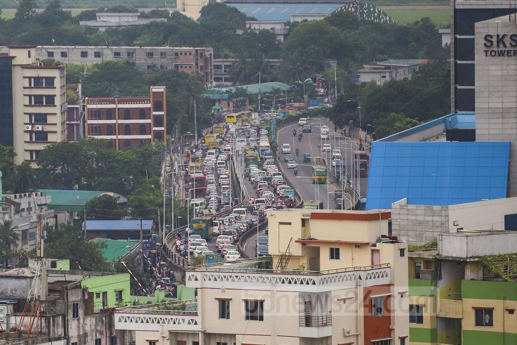 Traffic on Dhaka streets halt for hours due to congestion triggered by commuters returning home for Iftar during the Ramadan. This photo was taken from Mohakhali at 5pm on Thursday. Photo: Abdullah Al Momin