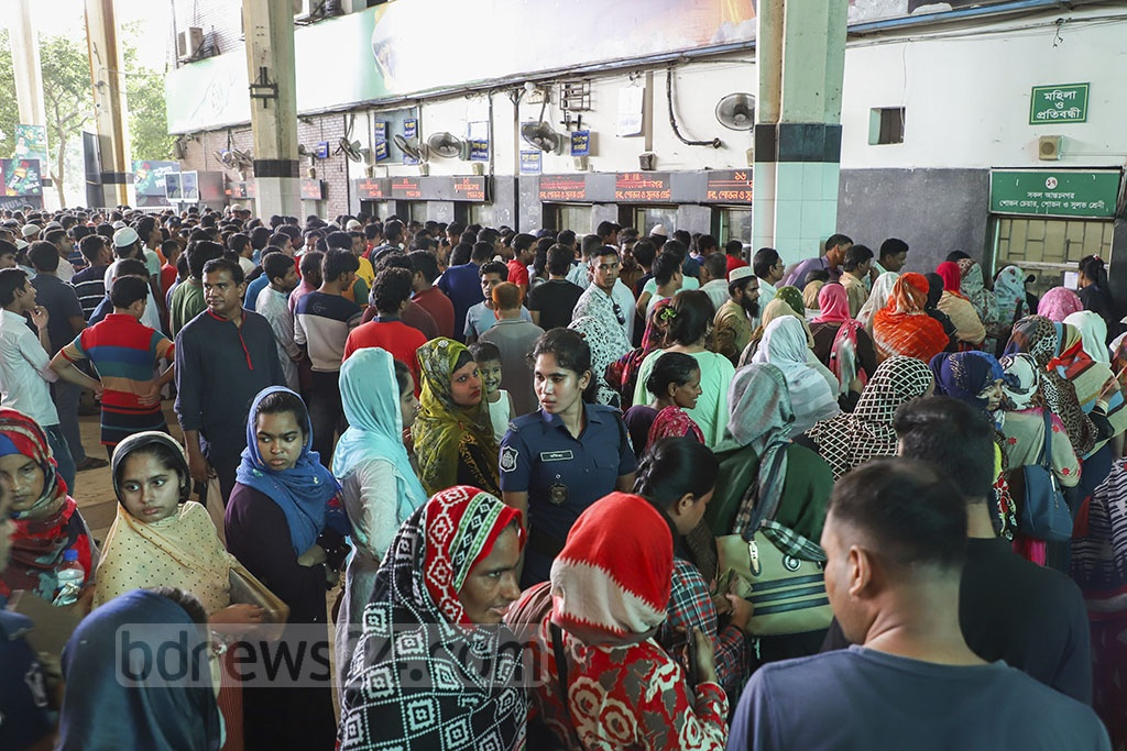 People seeking train tickets to travel back home during Eid-ul-Fitr holidays crowded the counters at Kamalapur Railway Station and four other points in Dhaka on Frtiday, the third day of the advanced sale. Photo: Abdullah Al Momin