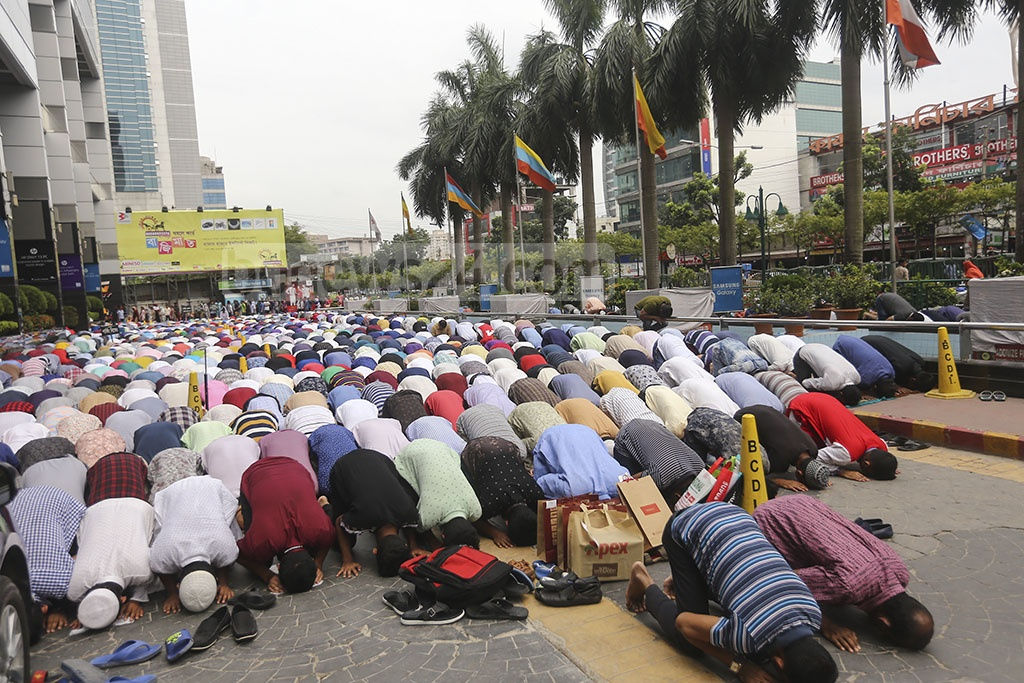 Muslims gather more in number at mosques for prayers in Dhaka during the Ramadan than they do at any other time of the year. This photo of Muslims offering prayers on a street outside a mosque was taken from Karwan Bazar on Friday. Photo: Mahmud Zaman Ovi