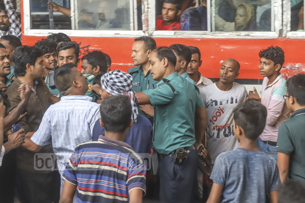 Police talk to residents who blocked Janapath Sarak in Dhaka on Saturday demanding steps to put an end to waterlogging. Photo: Abdullah Al Momin