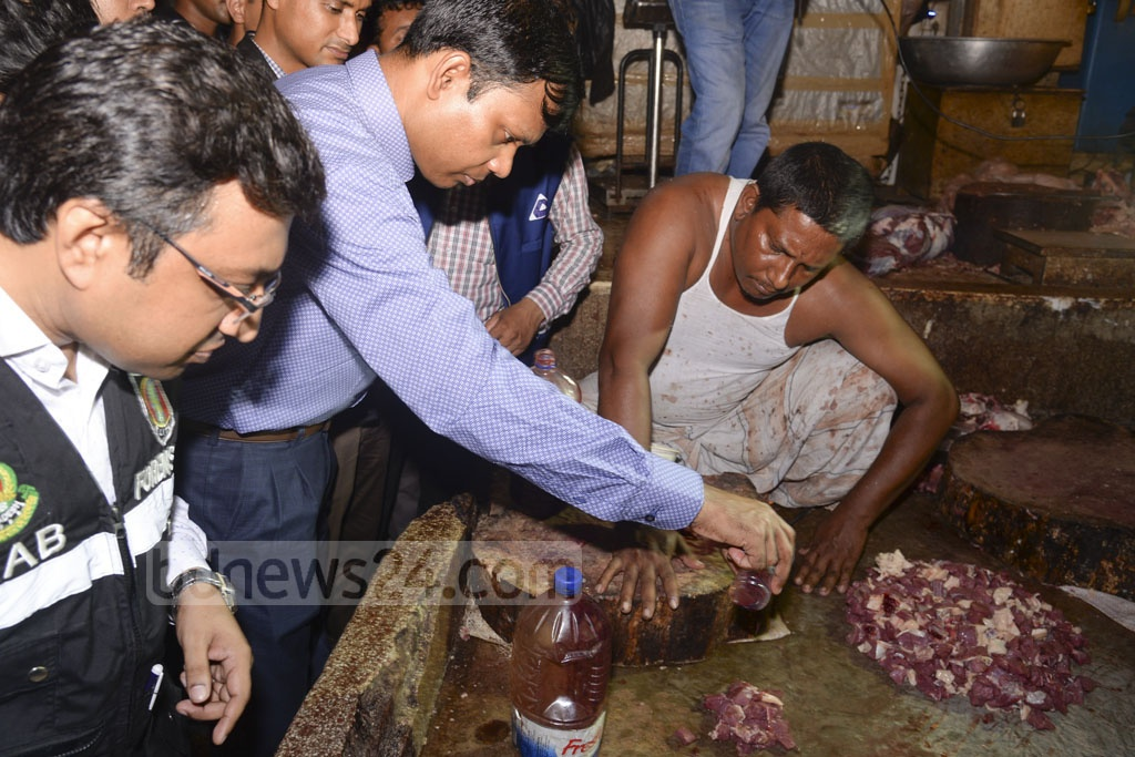Rapid Action Battalion, or RAB, during a raid on Dhaka's New Market on Sunday found that meat traders were mixing colours with beef while selling buffalo meat as beef. A mobile court subsequently seized six maund of meat while slapping fines of Tk 40,000 each on two shops and jailing three other traders.
