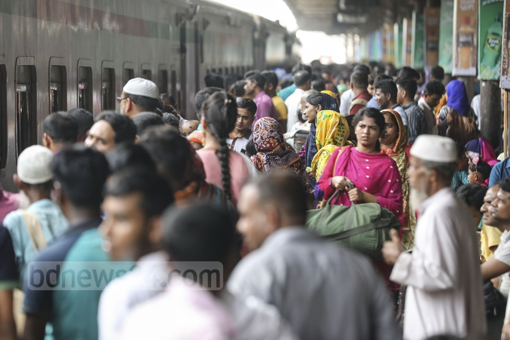 People have started leaving Dhaka for their home to celebrate the Eid-ul-Fitr with their dear ones. This photo was taken from Dhaka Airport Railway Station on Tuesday. Photo: Abdullah Al Momin