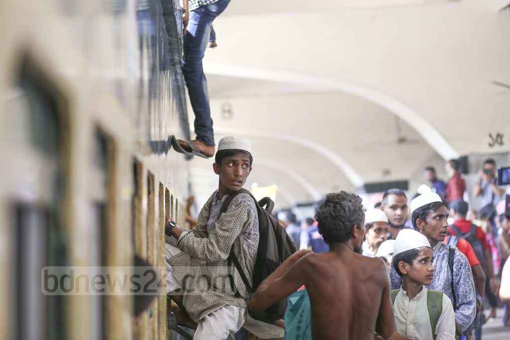 People have begun leaving Dhaka to spend Eid holidays with their loved ones. This photo was taken at Kamalapur Railway Station on Thursday. Photo: Mahmud Zaman Ovi